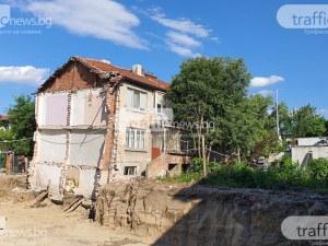 Къщата, която е пред срутване в Пловдив, едва ли може да се укрепи, строителите – отричат вина