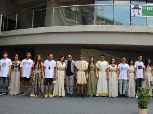 Ученици представиха антична мода на Римския стадион в Пловдив