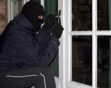 Задържаха апаш, нахлул в дома на възрастен мъж в Пловдив