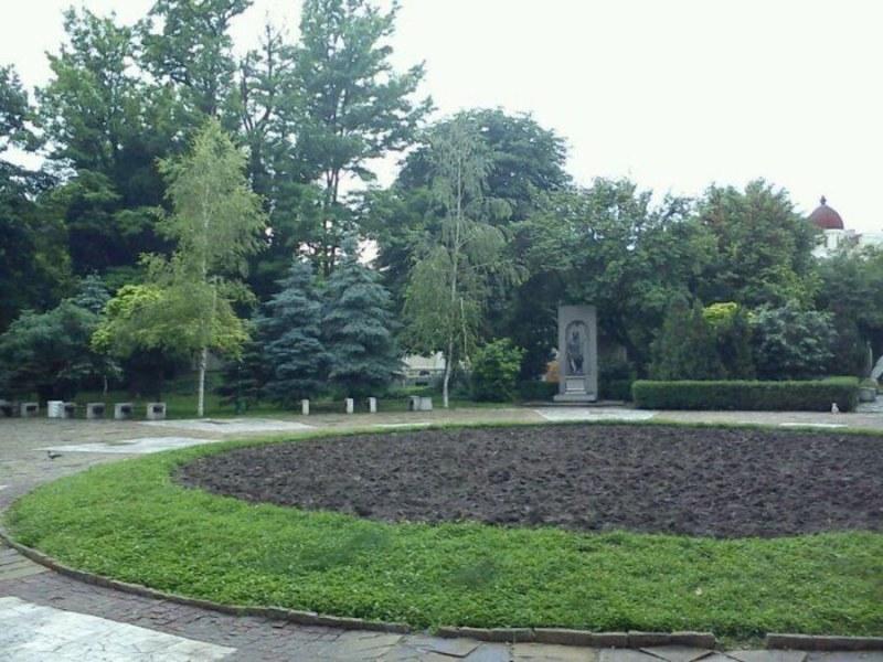 """""""Обичайните заподозрени"""" блокираха и обновяването на Градската градина на Пловдив"""