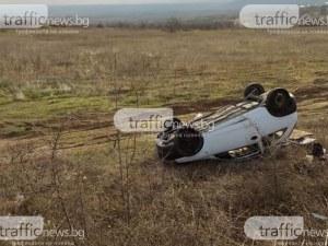 Кола се обърна по таван в Карловско, шофьорка се блъснала в ограда