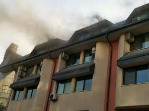 Пожар лумна в търговски център в Смолян