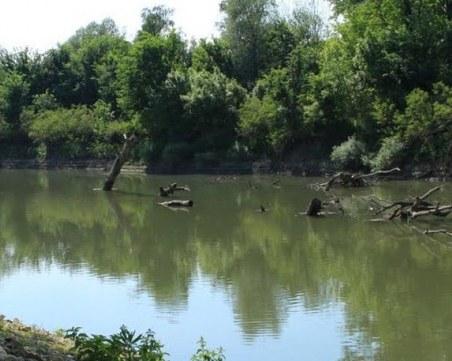 Баща и 13-годишният му син са се удавили в река Вит