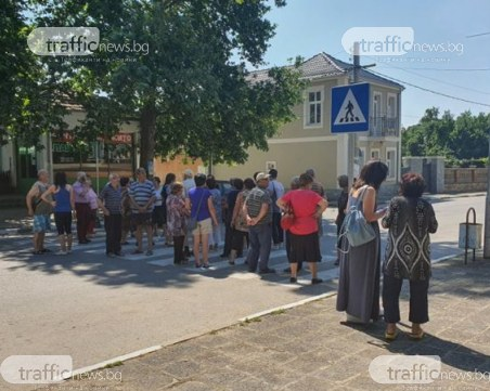 Гражданско неподчинение край Пловдив! Хора без вода от седмици блокираха пътища