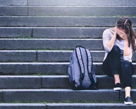 Проверяват учител заради 11 жалби за сексуален тормоз