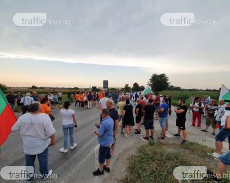 Протестиращите блокираха Околовръстното шосе, западният вход на града е затворен