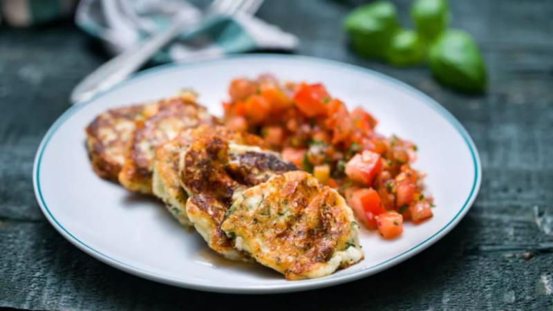 Вегетариански кюфтенца от извара с доматена салца