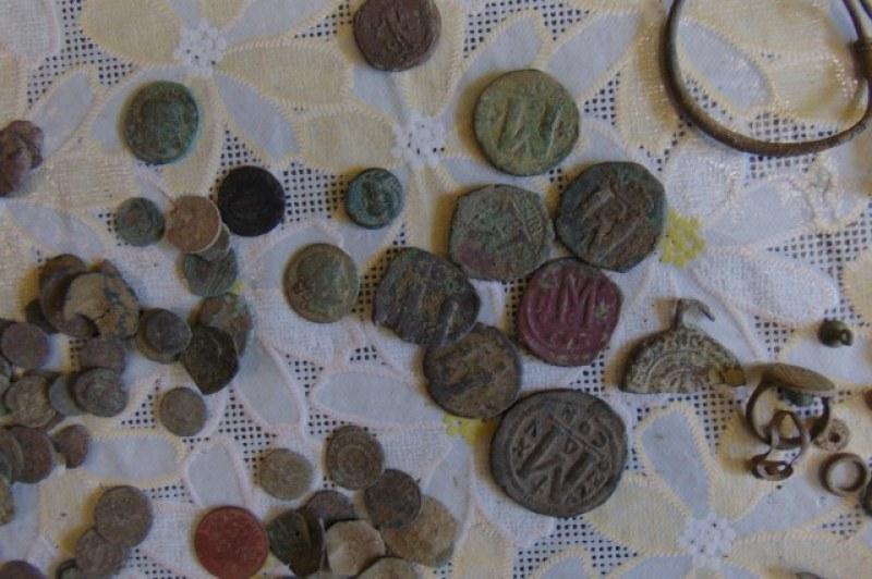 Откриха над 700 старинни монети в къща край Ямбол, има задържан