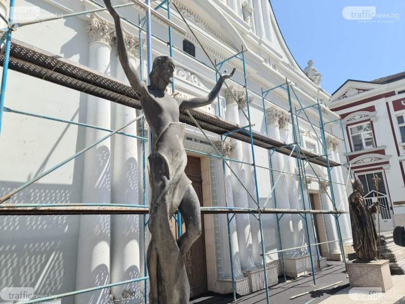 Спряха със заповед незаконното облицоване на храм