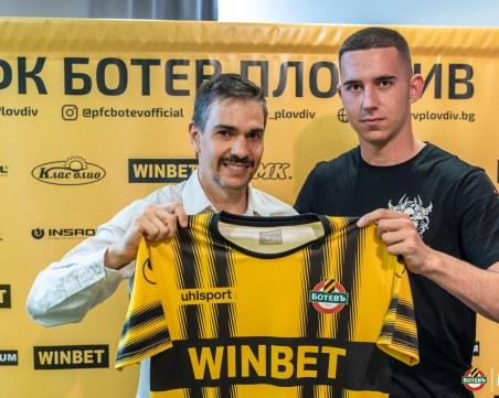 Ботев подписа първи договор с вратар