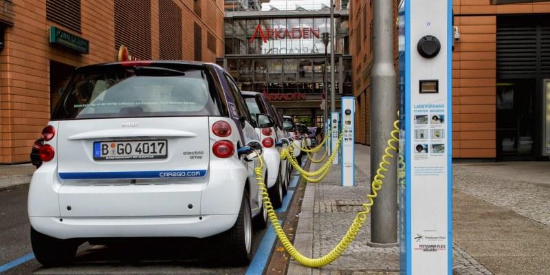Германия почти стигна 1 млн. електромобили