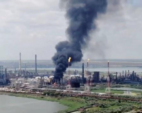 Напълно потушен е големият пожар в рафинерия в Румъния