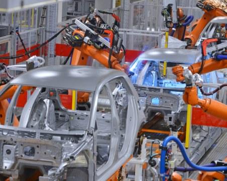 Автопроизводители: Спрените доставки на чипове спъват изработката на коли