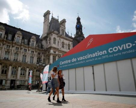 Французите се втурнаха за ваксина, след като Макрон предупреди за ограничения за неваксинирани