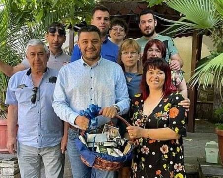 """Кметът на община """"Родопи"""" има повод да почерпи днес"""