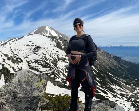 Сноубордистката Сани Жекова показа бременно коремче
