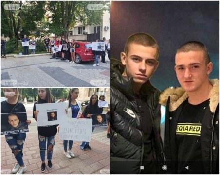 Близки на загиналите момчета край Кадиево отново на протест! Адвокатът на Маринашки: Той не е наркоман и убиец
