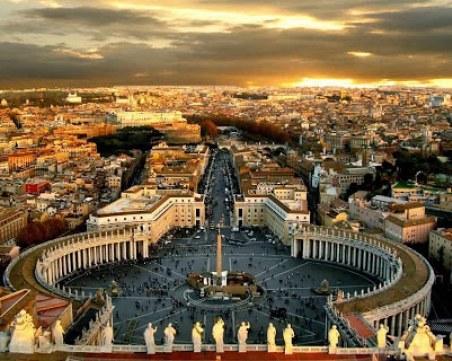 Рим пак се напълни с туристи, отварят Колизея и вечер