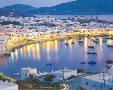 Полицейска час и забрана за всякаква музика на един от най-известните гръцки острови