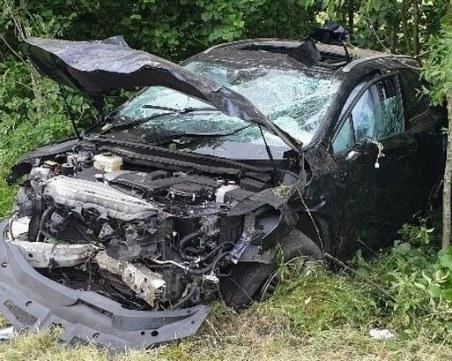 Зверска катастрофа: Непълнолетни се удариха в дърво - едно момиче почина, а четири са в болница