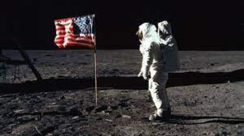 На този ден: Първият човек на Луната