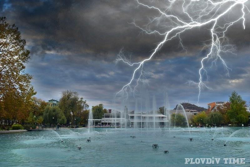 Опасно време: Градушки и бури връхлитат Пловдив