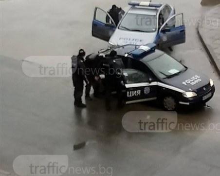 Екшън! Три коли си спретнаха гонка след спор, блъснаха се на Цариградско шосе