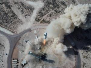 Джеф Безос покори космоса с частната си ракета