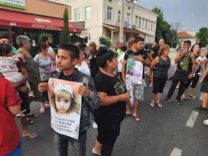 Близки на блъснатото момиченце край Пазарджик излязоха на протест
