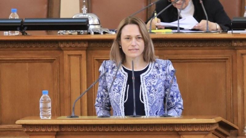Ива Митева иска предложения от партиите за дата за президентските избори