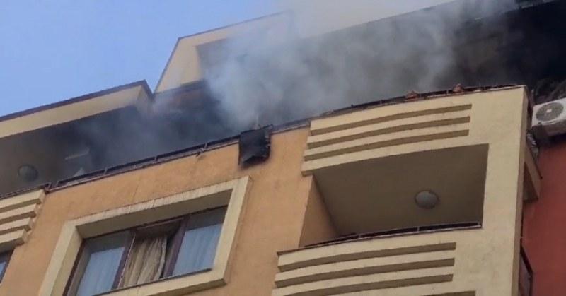 Пожар в жилищен комплекс в София