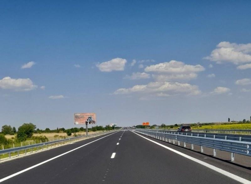 Пускат движението по автомагистрала