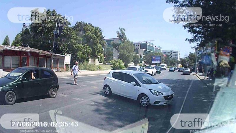 Урок по шофиране в Пловдив! Ето така НЕ се прави обратен завой
