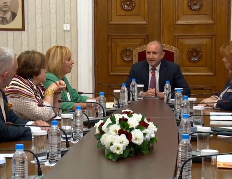 Мая Манолова на консултация при Радев: Няма да допуснем извиване на ръце и