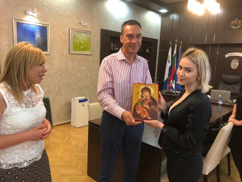 Мария Бакалова ще стане почетен гражданин на Бургас