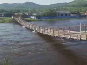 Мост се срути, докато по него пътува бус в Русия