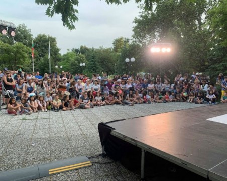 Театър в парка за последно тази вечер в Пловдив