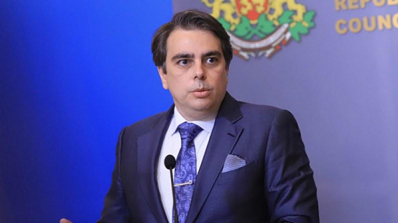 Асен Василев: Вместо фризьорските салони започнахме да проверяваме големите и хазната взе да се пълни