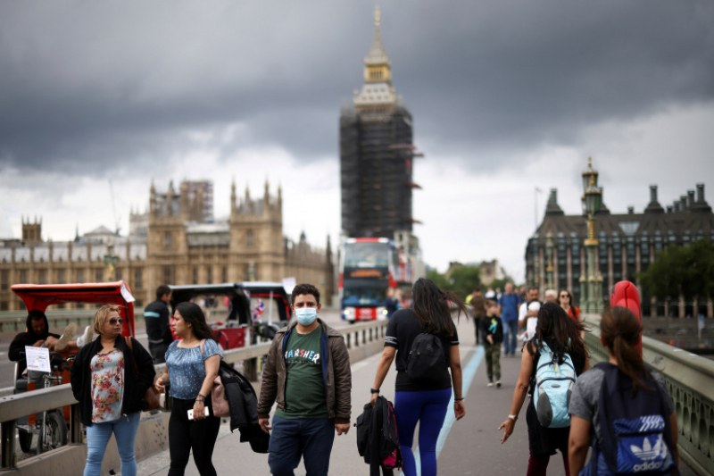 Делта вълната затихва във Великобритания, заразените се свиха с 42% за седмица