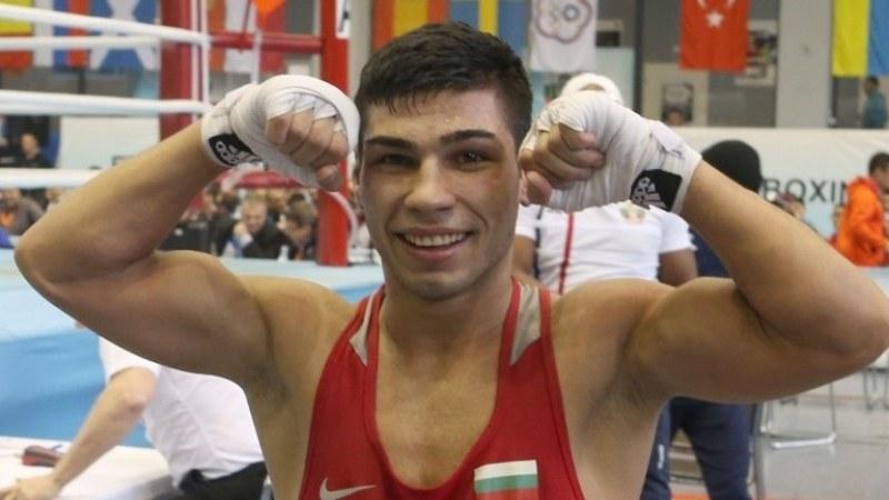 Боксьорът Даниел Асенов започна с убедителна победа участието си в Токио 2020