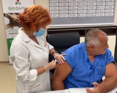 Бойко Борисов се имунизира срещу COVID-19