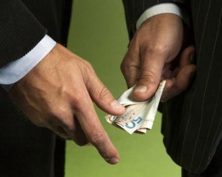 Инспектор от РЗИ отива на съд за подкуп, предупреждавал кога са проверките