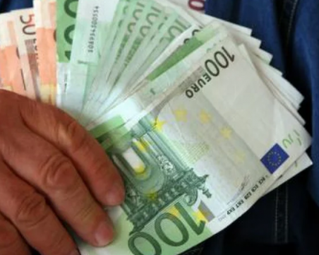 Жена разубеди разградчанка да плати на телефонни измамници