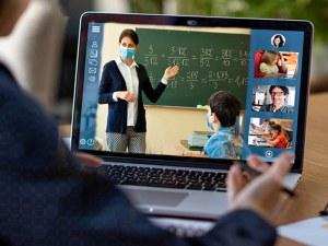 Децата на образованите родители се справят по-добре с дистанционното обучение