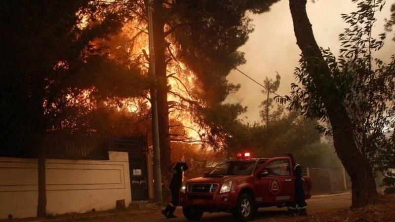 Голям пожар избухва в района на гръцката столица