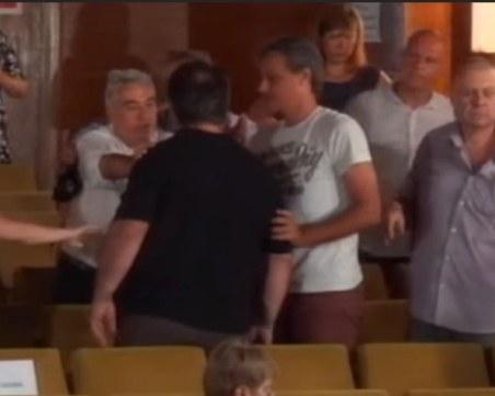 Скандали и бой в Общинския съвет на Шумен