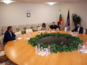 Кметът Павел Михайлов на среща с енергийния министър заради кариерите в Белащица