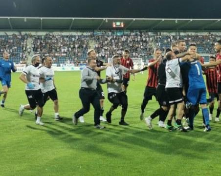 Локомотив гостува на съименниците си в София