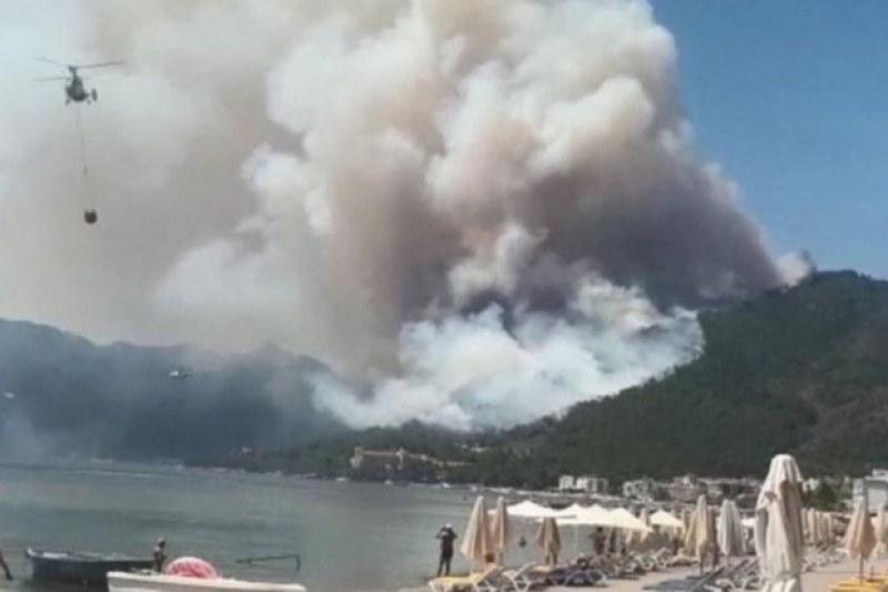 Четирима загинали при пожарите в Турция, над 180 са ранени