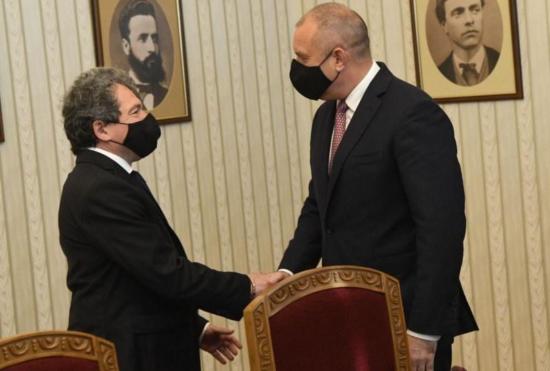 Президентът връчва проучвателния мандат на ИТН днес